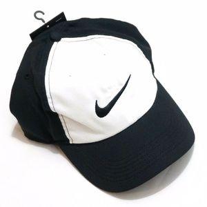Nike Aerobill Lightweight Black White Hat Adult OS